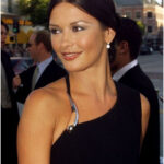 Michael Douglas, Catherine Zeta Jones News 2014: Actress Spotted Shopping For Discount Items At Bargain Sale [VIDEO]