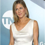 Jennifer Aniston relives her iconic '90s look in' Friends' - no bra on the red carpet.
